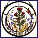Dekorativer handbemalter Glasmalerei-Sonnenfänger in einer schottischen Blumen Design