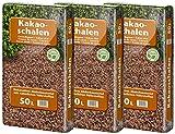 Floragard Kakaoschalen Mulch 3x50 L - zum Mulchen von Pflanzflächen, Gehölz- und Staudenbeeten - natürliche Inhaltsstoffe - unterdrückt Unkrautwuchs - 150 L
