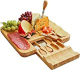 Harcas Bambus-Käseplatte und Messer-Set Ideal zum Servieren von Käse, Crackern, Salami und Lebensmitteln. Größe: 33cm x 33cm x 3.5cm