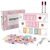 Light Box Rosa A4 mit 300 Buchstaben, Emojis, 2 Stifte, USB - BONNYCO   Ä Ö Ü ß   Pink Led Lightbox Buchstaben Geschenk für Frauen, Mädchen   Lichtbox mit Buchstaben Schlafzimmer Wohnzimmer Deko