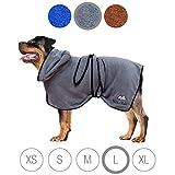 Bella & Balu Hundebademantel aus Mikrofaser + Pfotentuch – Saugfähiger Hunde Bademantel zum Trocknen nach dem Baden, Schwimmen oder Spaziergang im Regen (L   Grau)