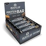 Bodylab24 Protein Bar 12 x 65g | Protein-Riegel mit 27g Eiweiß pro Riegel | Zuckerarmer Fitness Snack | Knuspriger Eiweißriegel mit vielen Ballaststoffen | Weiße Schokolade