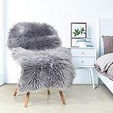 YIHAIC, Kunstfell, Teppich aus Schafsfell, dekorativ, lange Haare, Imitat aus Baumwolle, perfekt als Bettvorleger, Badezimmer-Teppich oder fürs Sofa 60 x 90 cm grau