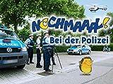 Polizeiauto und Polizeimotorrad - In der Wache