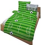 Fein Biber Kinder Bettwäsche ' AUF GEHT`S ... TOOOR ! ' Fußball, Stadion & Spielfeld grün, grau 2 tlg. - Größe 80x80 + 135x200 cm - 100% Baumwolle - hergestellt in Deutschland
