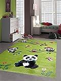 Traum Kinderteppich Spielteppich Kinderzimmerteppich Panda mit Eulen Schmetterlinge und Vögeln in Grün, Größe 160x230 cm